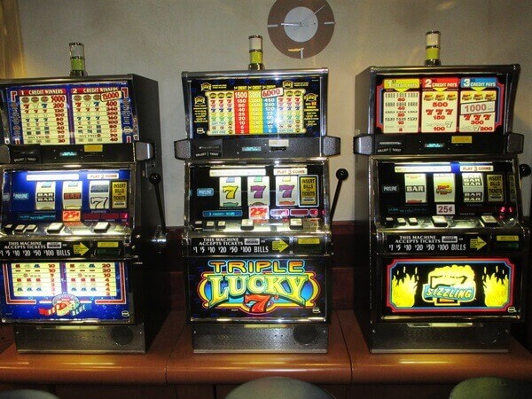building-machine-slot-machine-casino-gambling-jackpot-slot-m